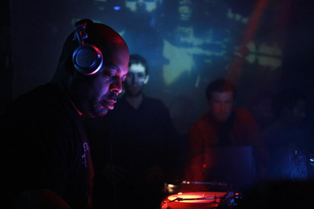 DJ Bone e seu set destruidor de Detroit Techno